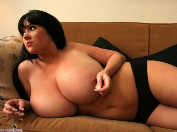 rachel-Aldana-boobs